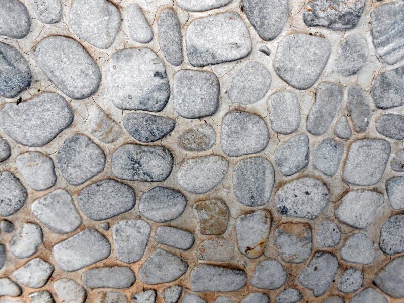 许多小的石头做墙壁 免版税库存照片