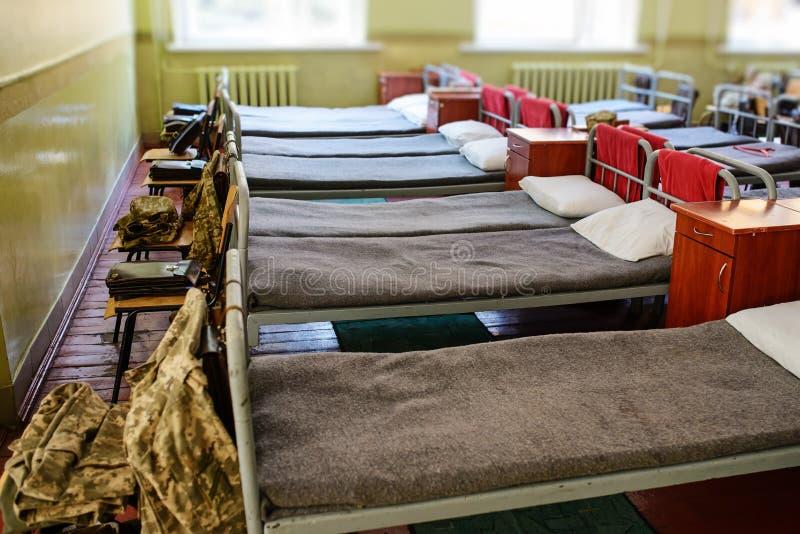 许多床在乌克兰的军事营房 图库摄影