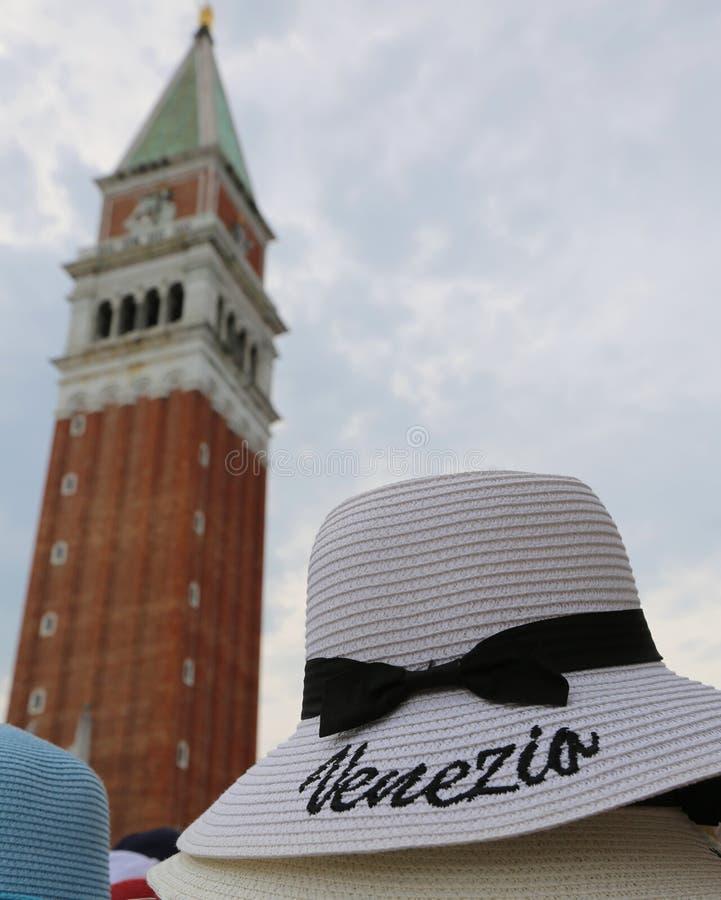 许多有文本的Venezia草帽在威尼斯在意大利 免版税库存图片