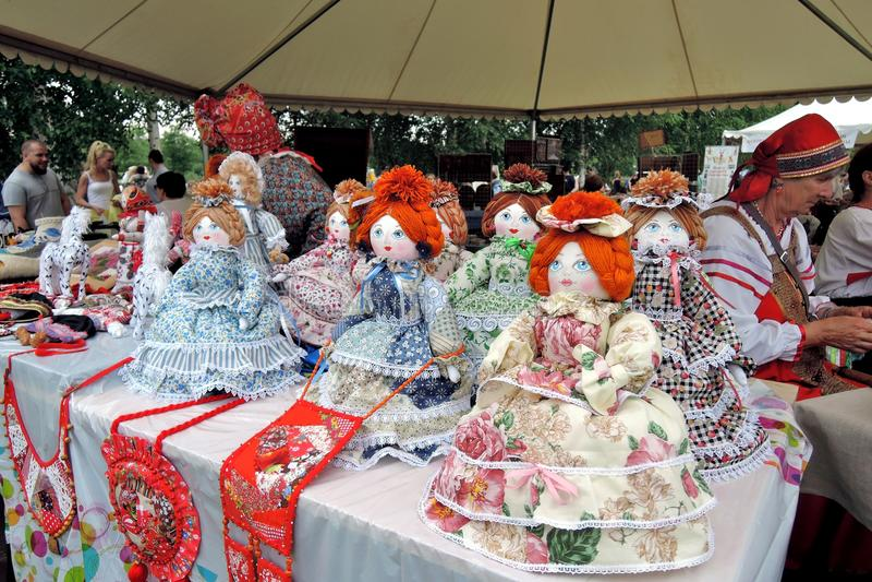 许多玩偶,从俄罗斯的纪念品 免版税库存照片