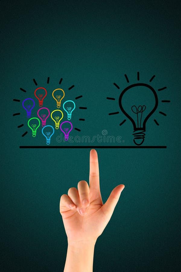 许多电灯泡均等一个大电灯泡 免版税库存图片