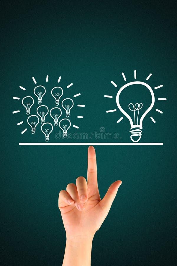 许多电灯泡均等一个大电灯泡 免版税库存照片