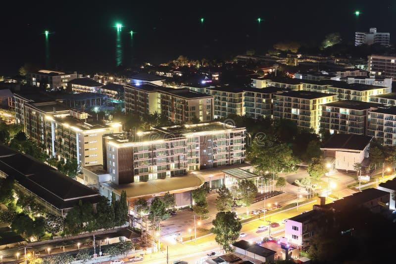 许多的夜鸟瞰图手段公寓 库存照片