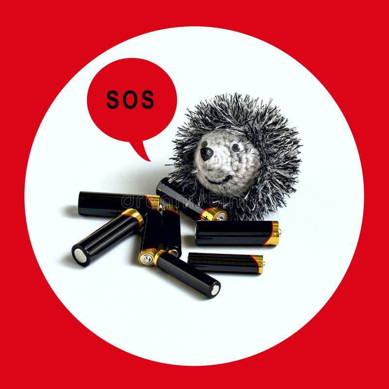 许多碱性电池和玩具猬 生态学的概念 免版税库存照片