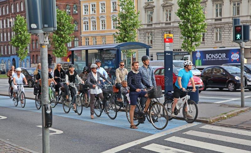 许多骑自行车的人在哥本哈根 免版税库存照片