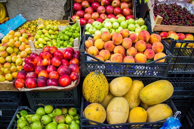 许多水果和蔬菜 五颜六色的构成 库存照片