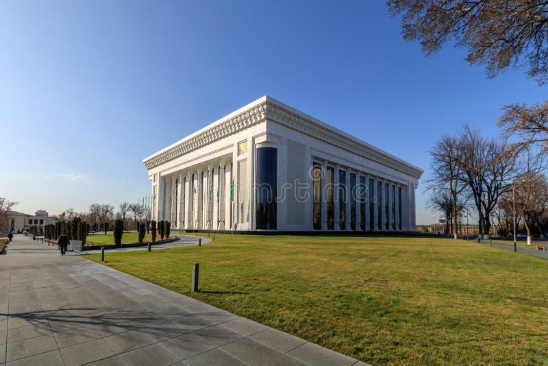 论坛宫殿在冬时的在塔什干,乌兹别克斯坦 免版税库存图片