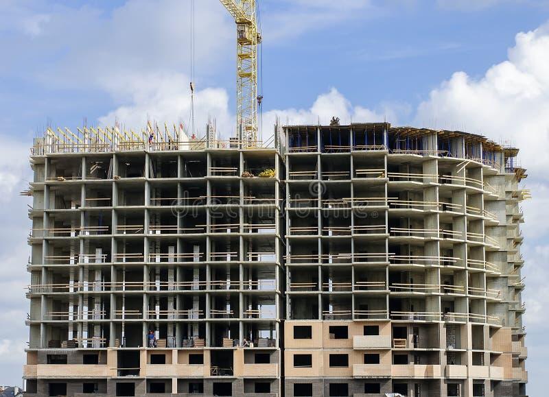 建设中巨型独石砖的房子 免版税库存照片