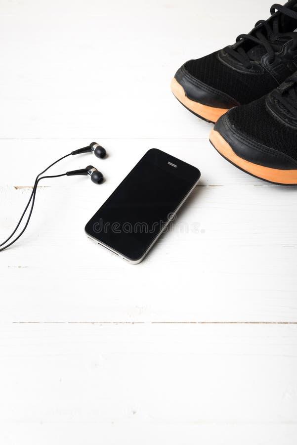 Download 设备健身户外被安置的村庄 库存照片. 图片 包括有 执行, 音乐, 空间, 运动鞋, 培训人, 鞋子, 运动员 - 62537242