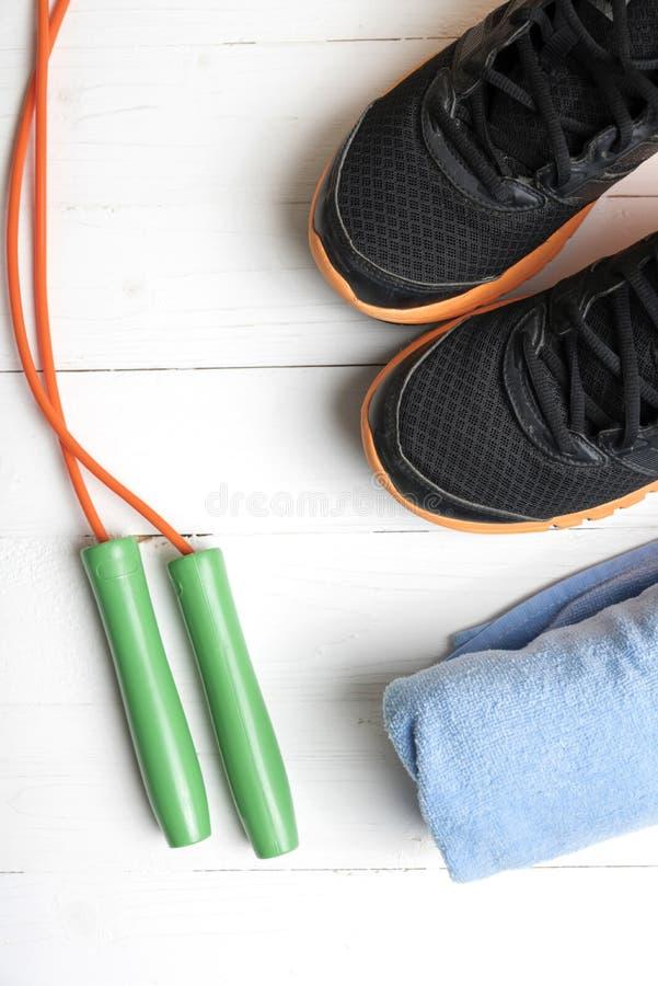 Download 设备健身户外被安置的村庄 库存图片. 图片 包括有 培训人, 健康, 鞋子, 设备, 工具, 毛巾, 绳索 - 62538661