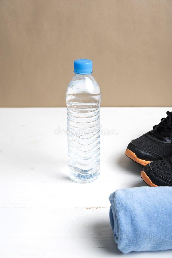 Download 设备健身户外被安置的村庄 库存图片. 图片 包括有 背包, 生活方式, 运行, 鞋子, 蓝色, 饮料, 顶层 - 62538715