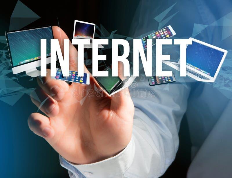 设备围拢的互联网标题喜欢智能手机、片剂或者la 免版税库存照片