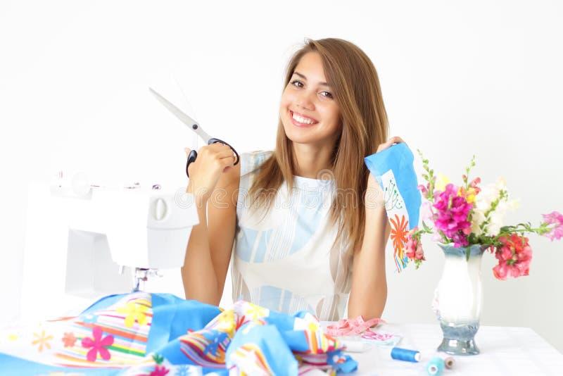 设备裁缝缝合的妇女 库存图片