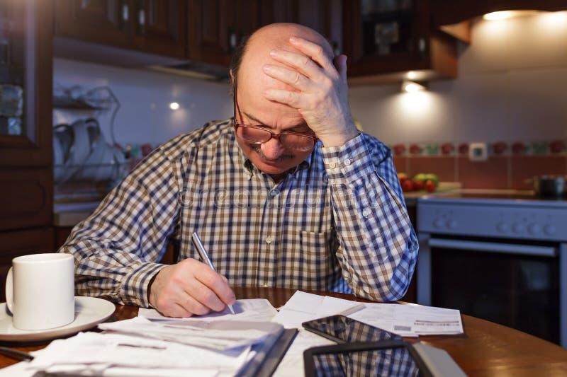 设法发现财政问题出口  免版税库存照片