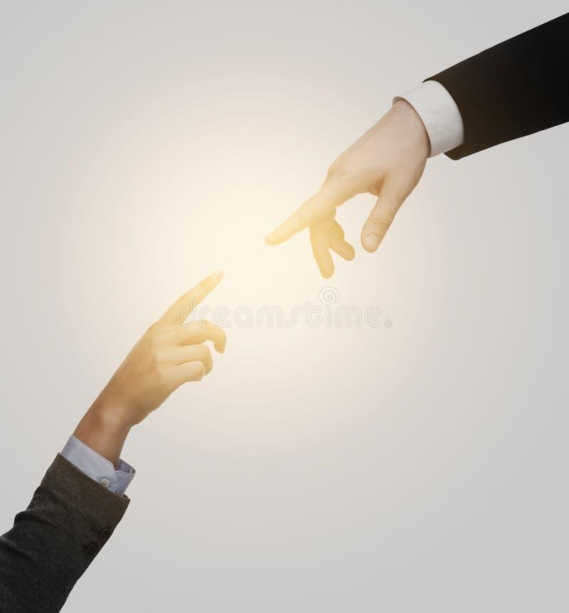 设法妇女和人的手连接 免版税库存图片