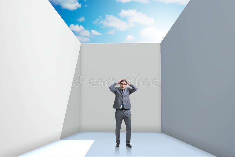 设法的商人从困难的情况逃脱 免版税图库摄影