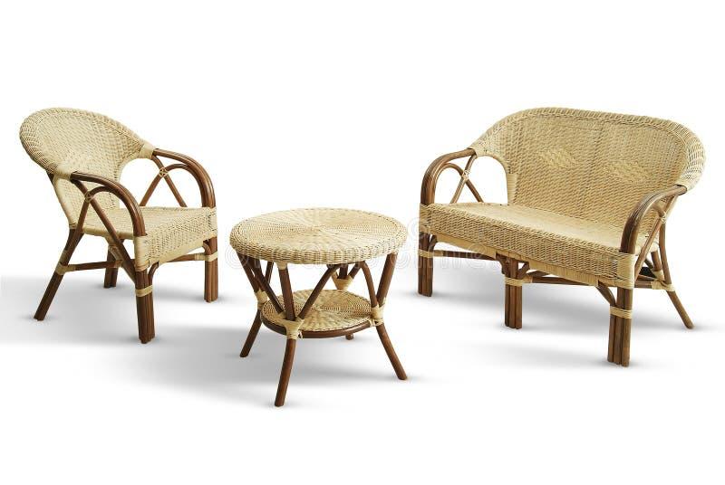 设置与沙发椅子和柳条桌 图库摄影