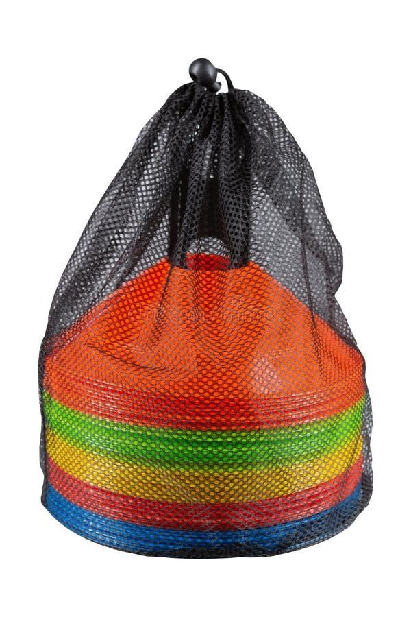 设置在一个滤网袋子的多彩多姿的交通锥体,在白色背景 免版税库存图片