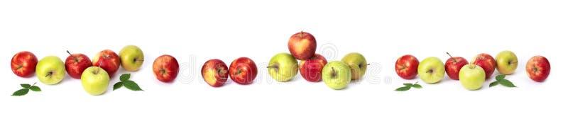 设置在白色背景的红色苹果 红色水多的苹果与黄色斑点的在白色背景 免版税库存图片