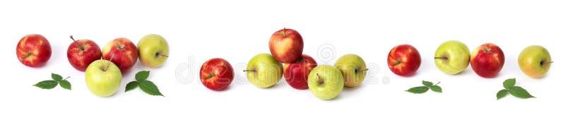 设置在白色背景的红色苹果 红色水多的苹果与黄色斑点的在白色背景 图库摄影