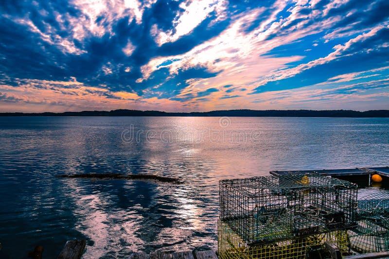 设置在约翰逊海湾, Lebec,缅因的太阳 库存照片