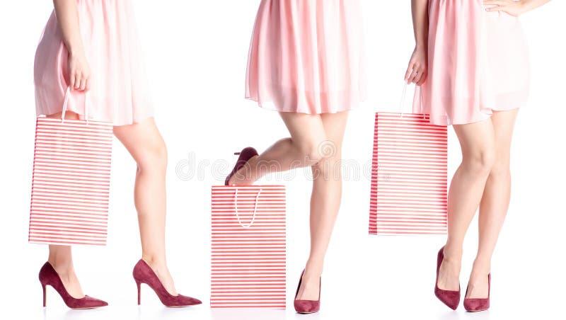 设置妇女腿以红色高跟鞋鞋子和礼服袋子包裹手中时尚 免版税库存图片