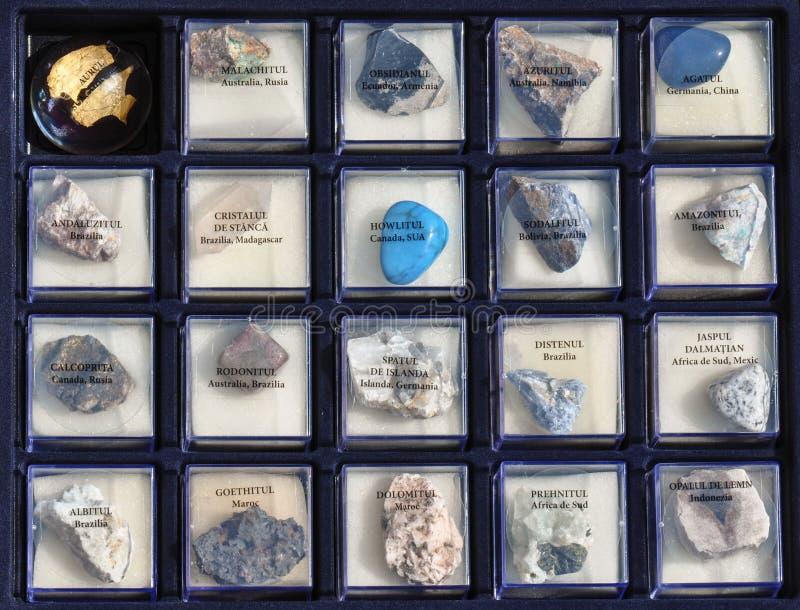 设置岩石,在箱子的矿物的一汇集 免版税图库摄影