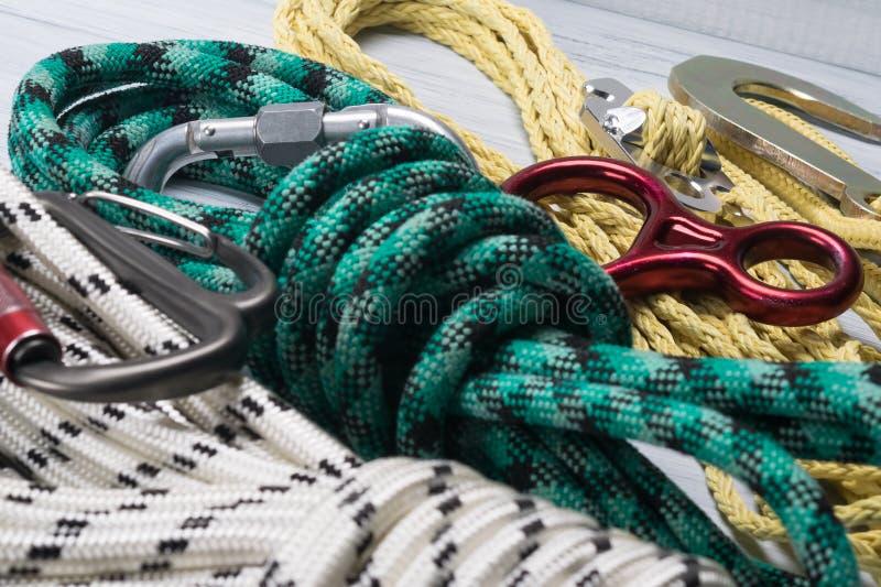 设置攀岩运动员的,特写镜头不同颜色绳索和大小 免版税库存图片