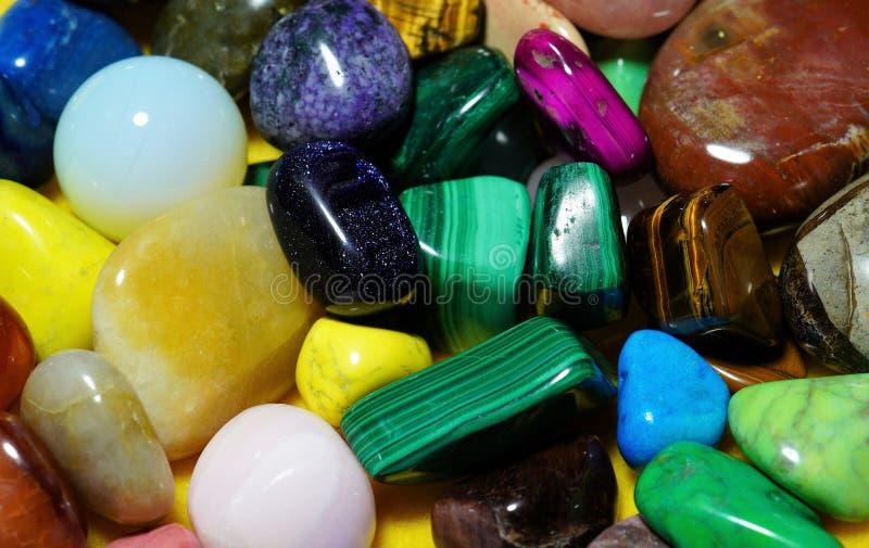 设置次贵重的宝石 美丽的宝石矿物 许多次贵重的石头特写镜头的图象 图库摄影