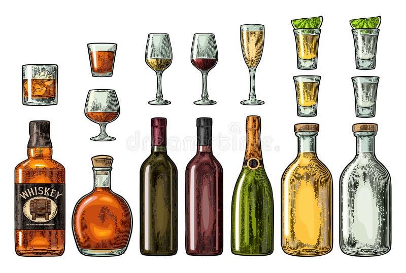 设置玻璃和瓶威士忌酒,酒,龙舌兰酒,科涅克白兰地,香槟 传染媒介板刻 向量例证