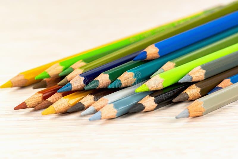 设置色的铅笔 画的不同颜色的色的铅笔 免版税图库摄影