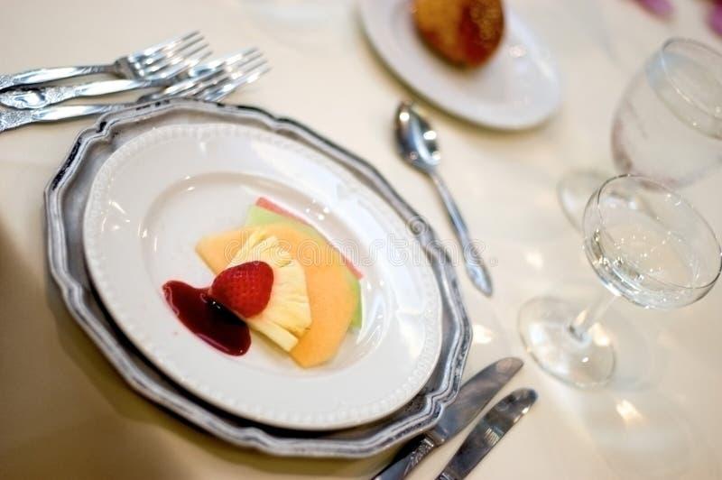 Download 设置表 库存图片. 图片 包括有 菜单, 收集, 婚礼, 玻璃, 果子, 系列, 餐馆, 庆祝, 刀子, 食物 - 64211