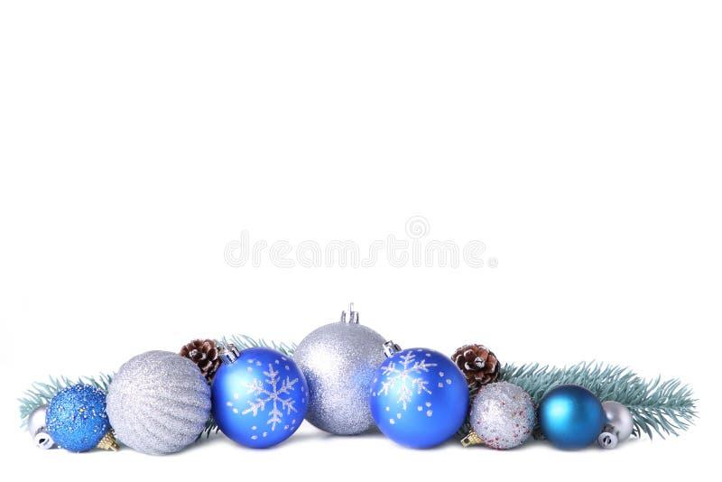 设置金子与在白色隔绝的装饰的圣诞节球 免版税库存照片