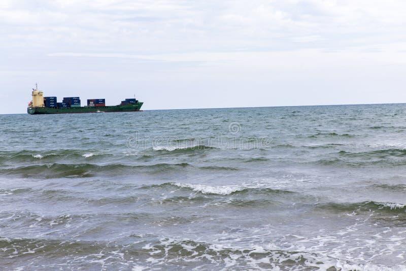 设置风帆和爱奥尼亚海的货船 库存照片