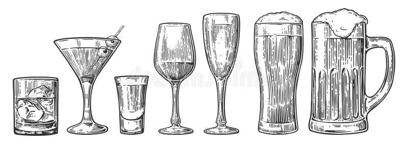 设置玻璃啤酒,威士忌酒,酒,龙舌兰酒,科涅克白兰地,香槟,在白色backgr隔绝的鸡尾酒传染媒介被刻记的葡萄酒例证 库存例证