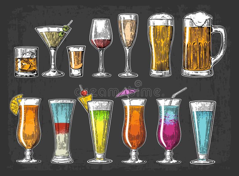 设置玻璃啤酒,威士忌酒,酒,龙舌兰酒,科涅克白兰地,香槟,鸡尾酒 向量例证