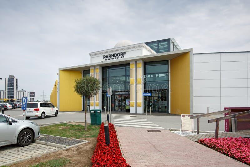 设计师出口Parndorf在Parndorf,奥地利镇  免版税库存照片