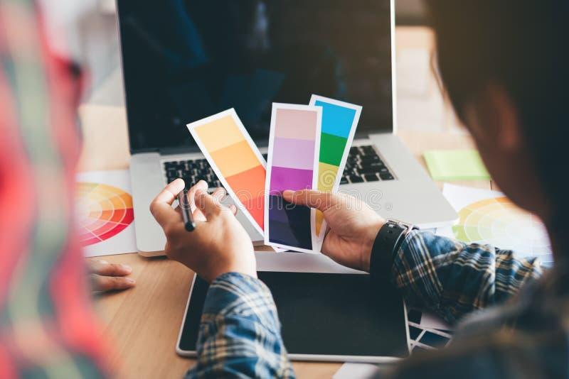 设计师的背面图选择颜色和 免版税库存照片