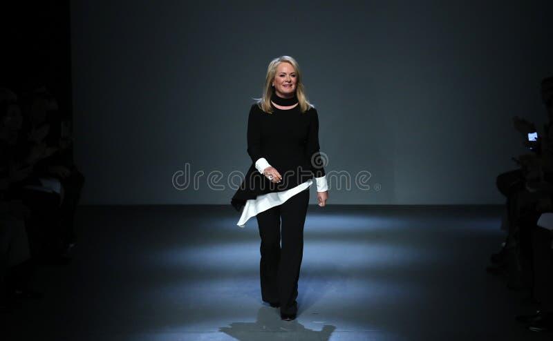 设计师Pamella罗兰特在Pamella罗兰特跑道走2月2018年纽约时尚星期 免版税库存图片