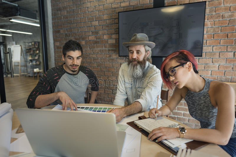 设计演播室建筑师创造性的职业会议图纸Co 库存图片