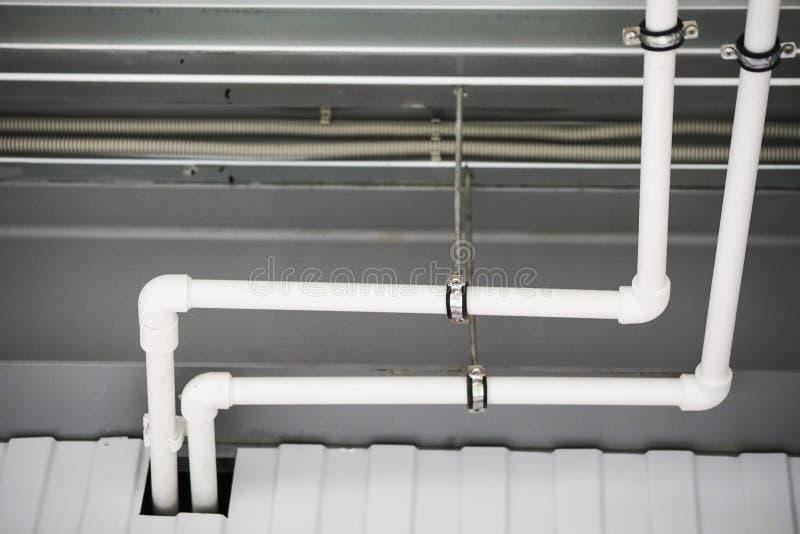 从设计的天花板和部分的热化在天花板的 免版税图库摄影