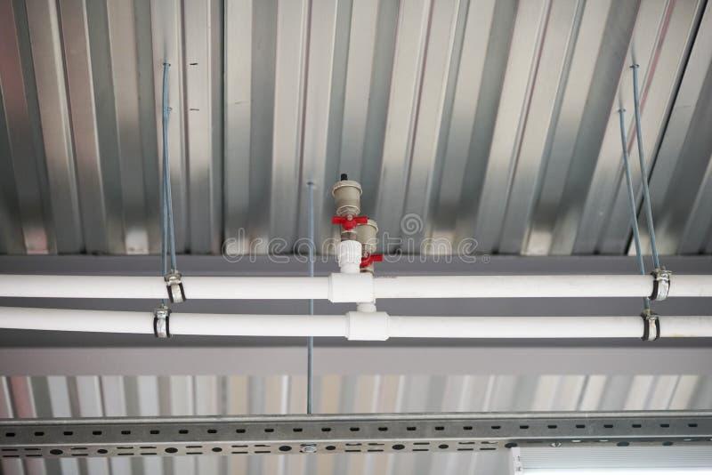 从设计的天花板和部分的热化在天花板的 免版税库存图片