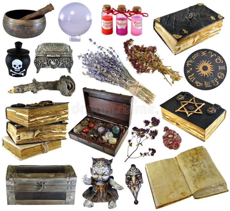 设计设置与旧书,古老原稿,巫婆草本,在白色隔绝的魔药 库存图片