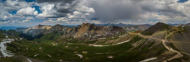 设计通行证从上面的科罗拉多视图,全景射击 库存图片