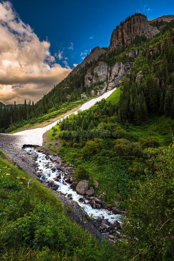 设计高山圈科罗拉多Uncompahgre河机智的通行证零件 免版税图库摄影