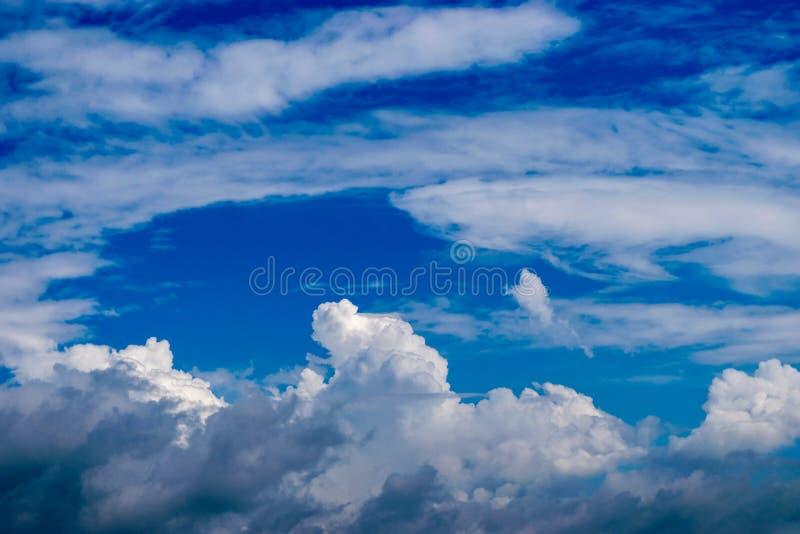 设计,在云彩天空  库存照片