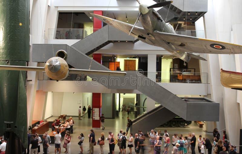 访客在被再磨光的皇家战争博物馆 库存照片