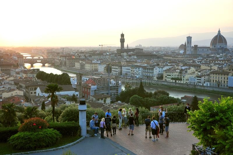 访问佛罗伦萨市,意大利的游人 免版税库存图片