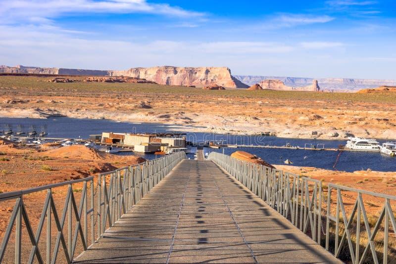 访问到羚羊点小游艇船坞,湖鲍威尔,亚利桑那,美国 免版税库存照片