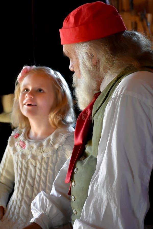 访问圣尼古拉斯的女孩在圣诞节 图库摄影